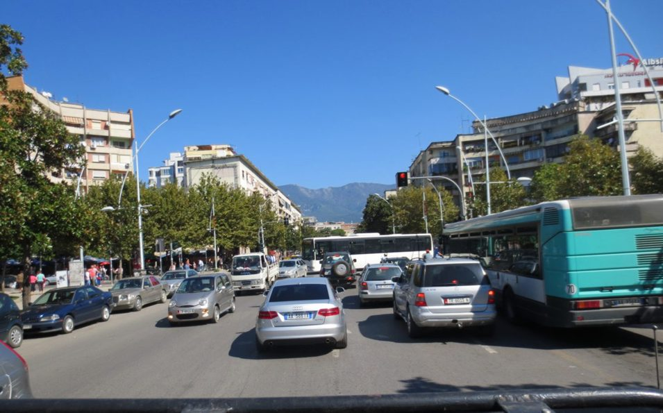 Tirana - jezdnia bezpasowa